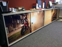 07 - Folierung Digitaldruck Kühlschrank und Sideboards