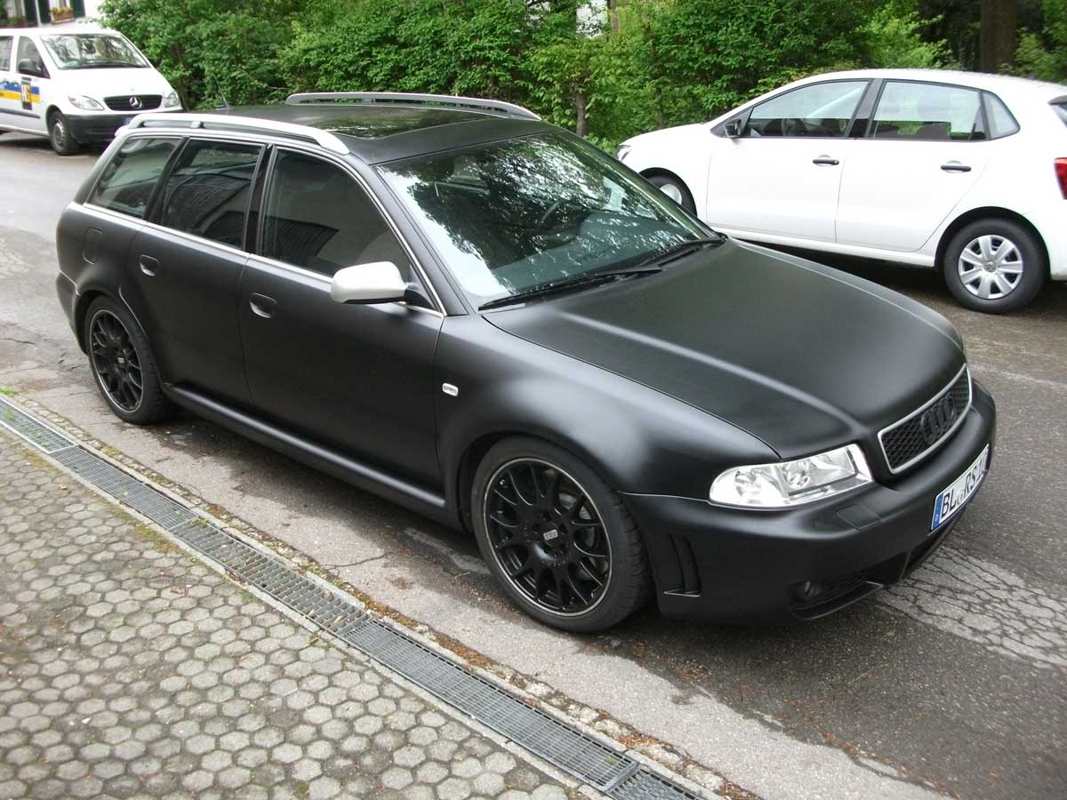 Audi RS4 in Schwarz Matt